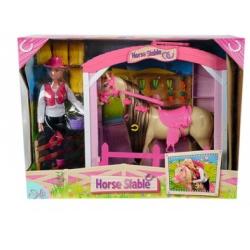 Штеффи с лошадью на конюшне
